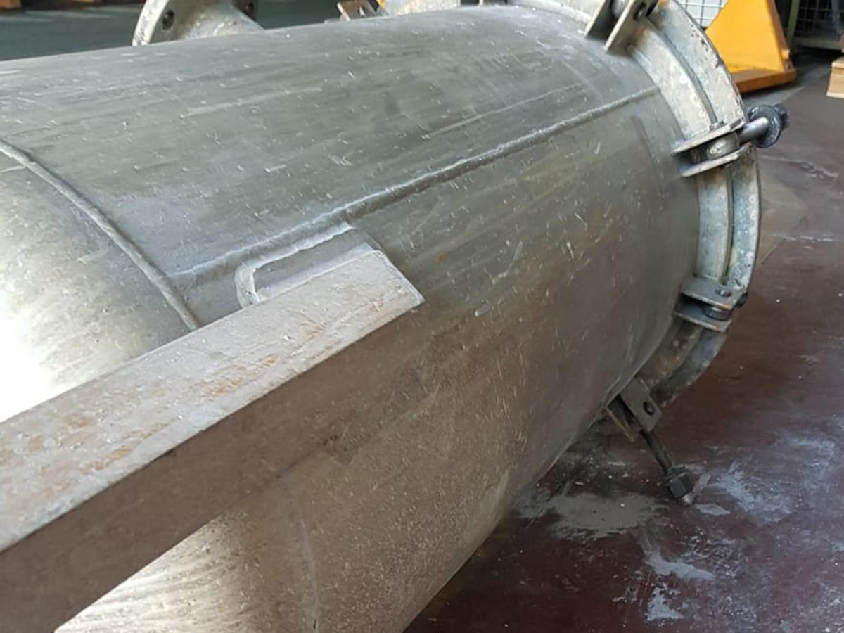 sverniciatura e sabbiatura serbatoio in ferro